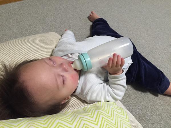 一人,ミルク,ミルク中毒,寝る,悲劇,ダウン症