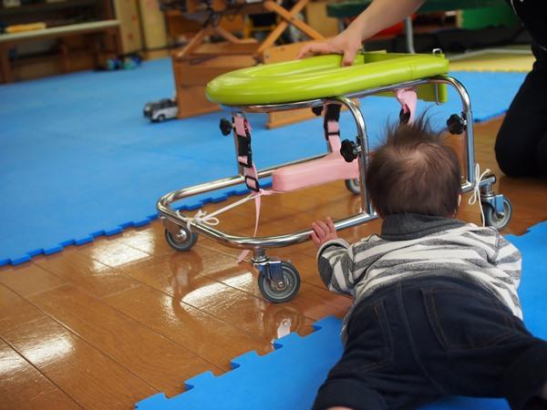 リハビリ,1歳半,つかまり立ち,療育,ダウン症,ブログ