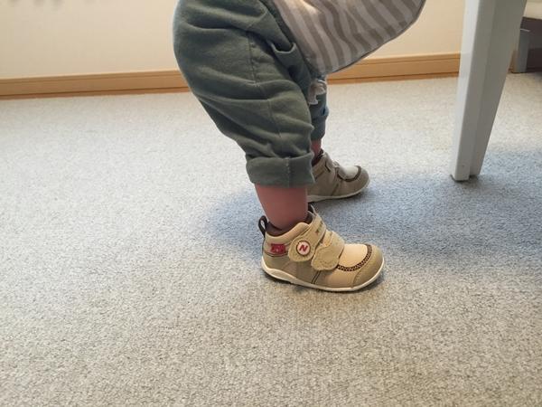 ヒザ,膝,伸ばす,筋肉,矯正,靴,スニーカー,ダウン症,ブログ