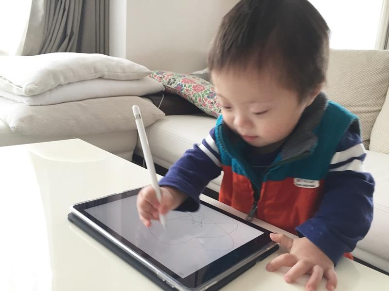 ipad pro9.7,apple,pencil,smart keyboard,アイパッド,ペンシル,キーボード,開封,設定,子供,絵を描く