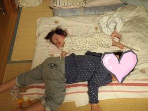 姉弟遊び疲れて・・・